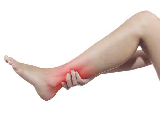 Persona in palestra a trento con dolore alla gamba